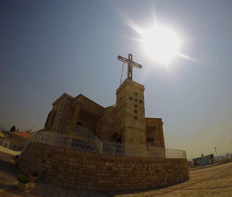 مِن أعلى الصليب منح الربّ السلام، ومن أعلاه قرّب السماء من الأرض -أبونا يعق (Deir-El Salib, Mont-Liban, Lebanon)