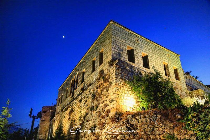 شرحة. sergio_koliana_photography meetlebanon mylebanon livelovelebanon... (قلعة راشيا)
