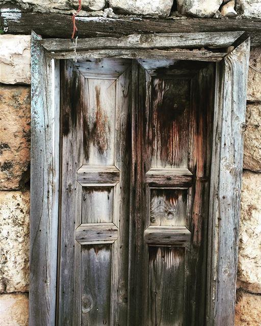 onceuponatime manystoriesbehind thisisart oldwood olddoor oldstories...