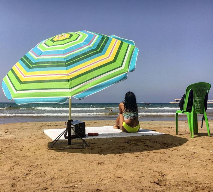 Peace of mind💛💚It's always awesome to match with a chair and an umbrella... (Al Hiri, Liban-Nord, Lebanon)