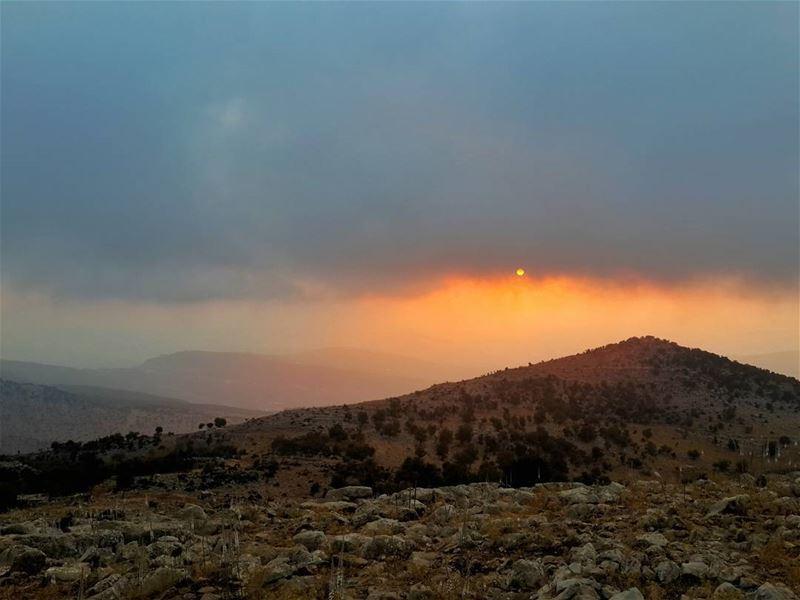 القوي من حكم غيره،، والاقوى من حكم نفسه 👌👌 جبل_الشيخ lebanon ...
