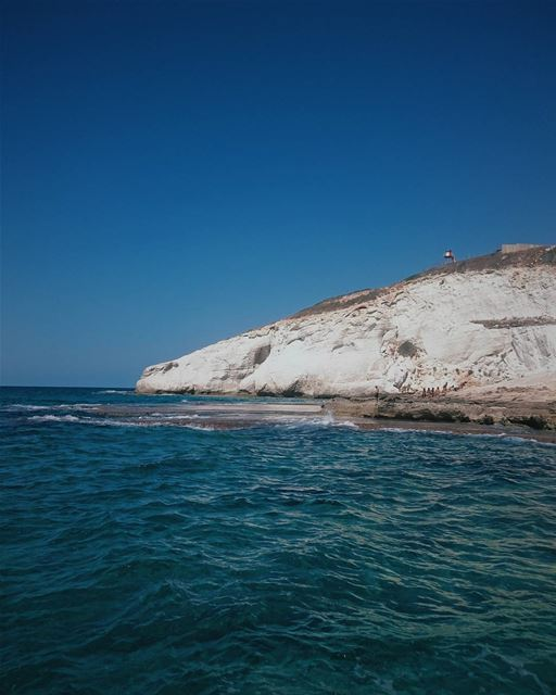 ʟᴀsᴛ ᴅᴀʏs ᴏғ sᴜᴍᴍᴇʀ 🏊🏊 (Naqoura Beach , South Lebanon)