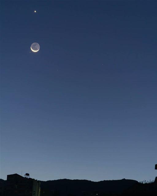 إجتماع القمر و الزهرة و المريخ من سماء حومين الفوقا منذ قليل نعتذر عن اقتط