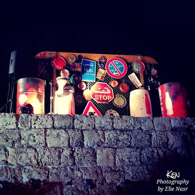 ...ع الموقف ركاب وليل وبنيّة مهيوبةوشب يقلهاّ صيف وليل وتقلّو مخطوبةيا (Byblos, Lebanon)