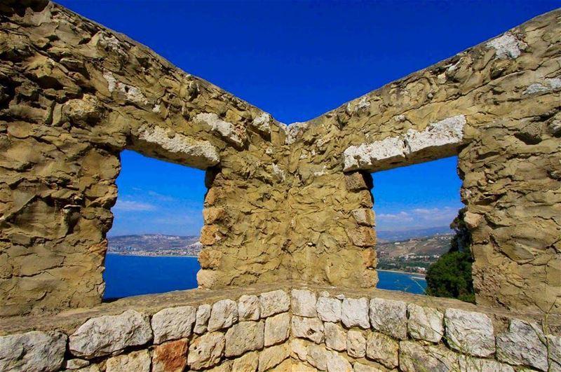 Natural binoculars 🏞...... lebanon chekka livelovebeirut ... (Chekka)