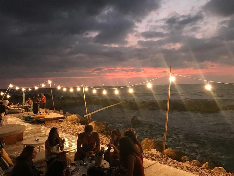 Even the sky screams sometimes.. whatworksformaya sunset angrysky ... (Isla - pebble bar)