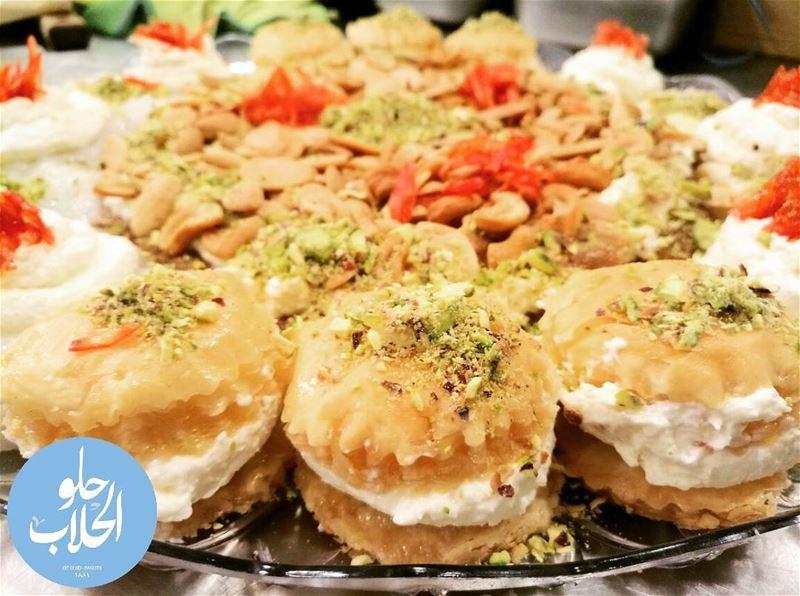 ورد الشام ولا أطيب من هيك 😍👌😁 ------------------------------------------ (Abed Ghazi Hallab Sweets)