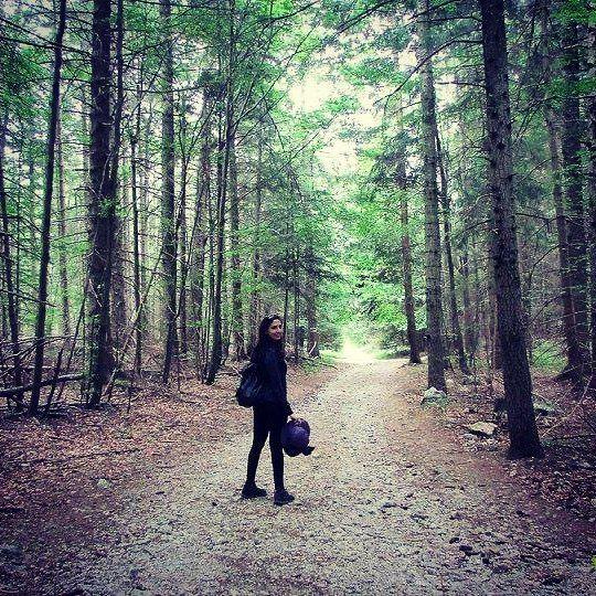 girl lost in the forest 🌳👧🌳🌳 trees wien vienna hohewand ... (Naturpark Hohe Wand, Niederösterreich)
