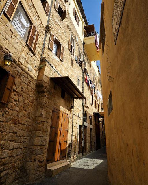 Becos estreitos da cidade velha de Sidon, maior cidade do sul do Líbano.... (Saïda, Al Janub, Lebanon)