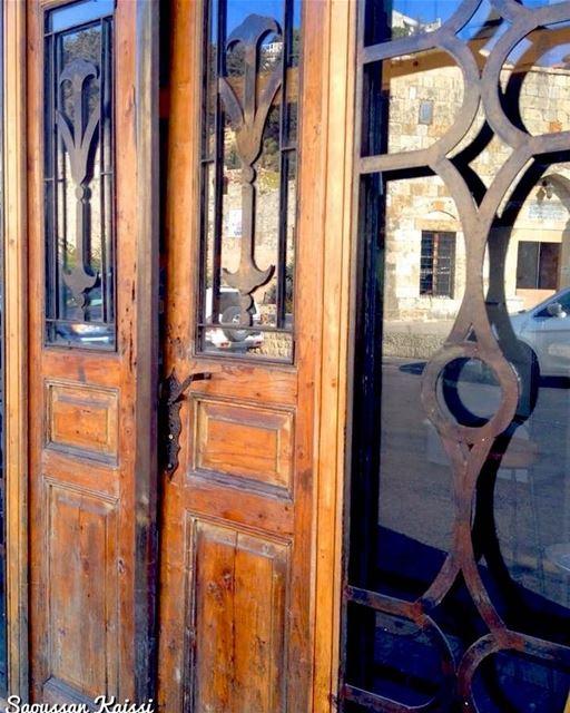 reflection nostalgia old door lebanonhouses visitlebanon ...