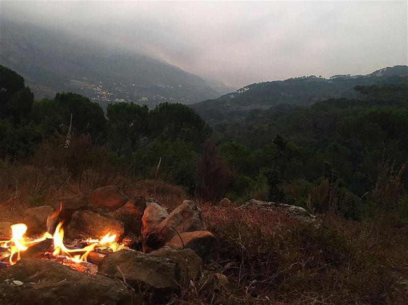Early morning... Too early!! 🌲🌥⛰ bisri jezzine lebanon camping ... (Jezzîne, Al Janub, Lebanon)