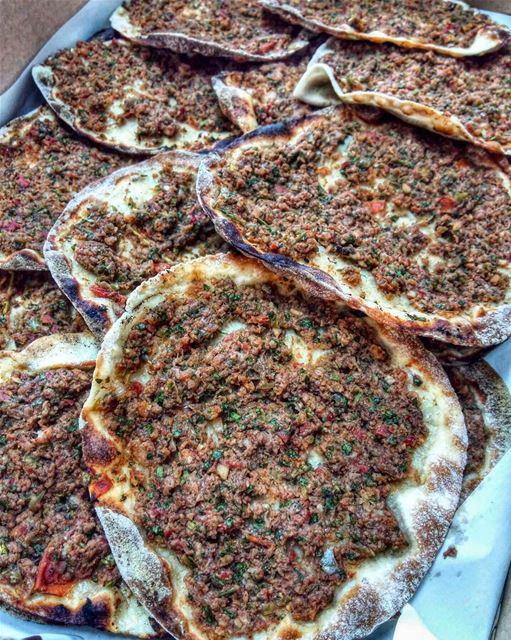 لحم بعجين 😋••• lunch lunchtime eat letseat eeeeeats yummy nomnom... (Beirut, Lebanon)