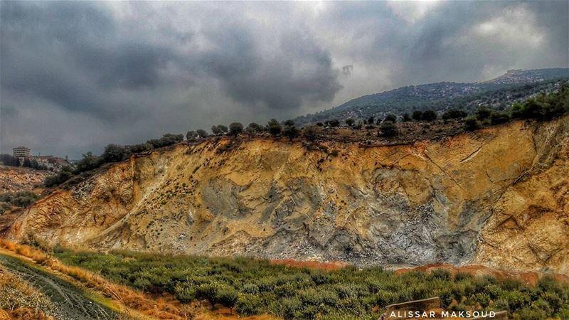 لَوْ أَنْزَلْنَا هَٰذَا الْقُرْآنَ عَلَىٰ جَبَلٍ! لَرَأَيْتَهُ خَاشِعًا مُت (Bakhoun, Liban-Nord, Lebanon)