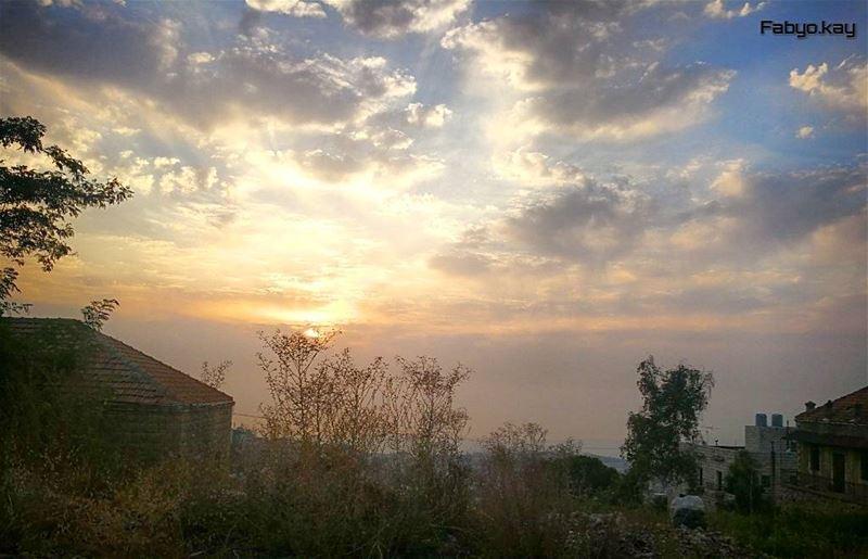 sunset sunsetlovers soliel cloudy sky skylovers bestskyshot insta... (Mount Lebanon)
