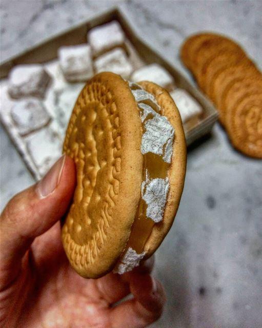 Late night snacks for better sleep 🙄😁••• yummy nomnom sweettooth... (Beirut, Lebanon)