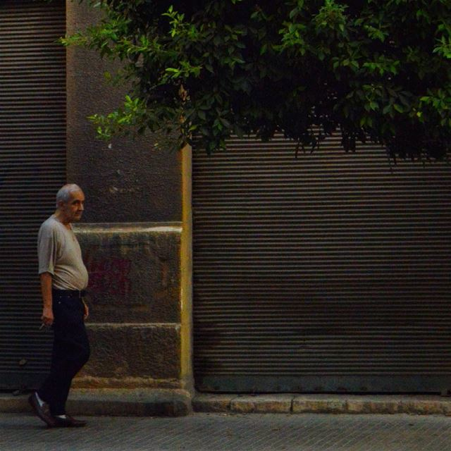 the unusual walk technique streetphotography streetleaks ...