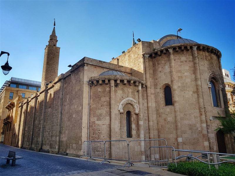 EN ⬇️ Мечеть аль-Омари считается одной из старейших в Бейруте. Ее форма нап (Al-Omari Mosque)