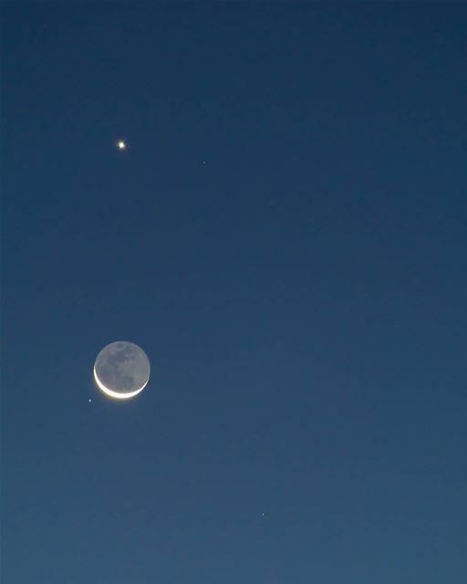 اجتماع القمر و الزهرة و المريخ من سماء حومين الفوقا منذ قليل moon ...