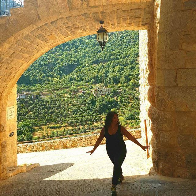 يلي بجمالك ما لقيت ابدا💫 (Aarbet Qouzhaïya, Liban-Nord, Lebanon)