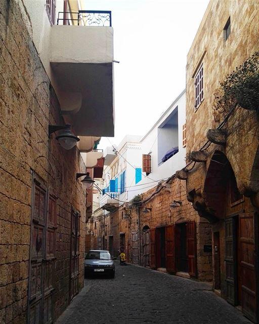 lebanon batroun architecture summer vacations street old buildings... (Batroûn)