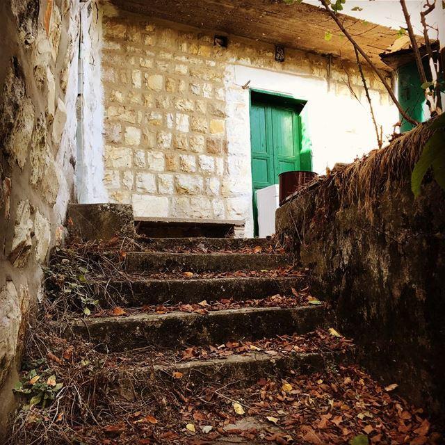 lebanon lebanese mountains mountain dlebta livelovelebanon automn door... (Dlebta, Mont-Liban, Lebanon)