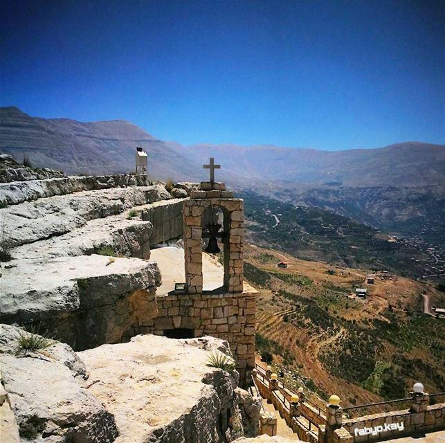 sunday church jesus cross croix ig_lebanon insta_lebanon igersbeirut... (Hadchît, Liban-Nord, Lebanon)