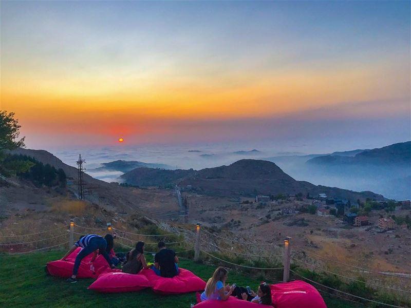 I've got some Sunset vibes 🎈 (Mzaar Kfardebian)