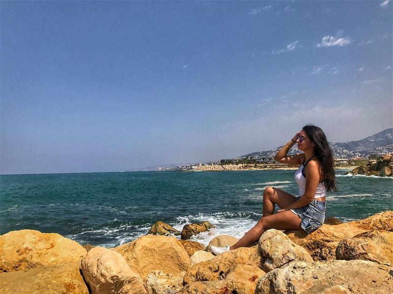 Catch the waves 🌊....... livelovelebanon livelovebeirut beach ... (Al Kaslik, Mont-Liban, Lebanon)