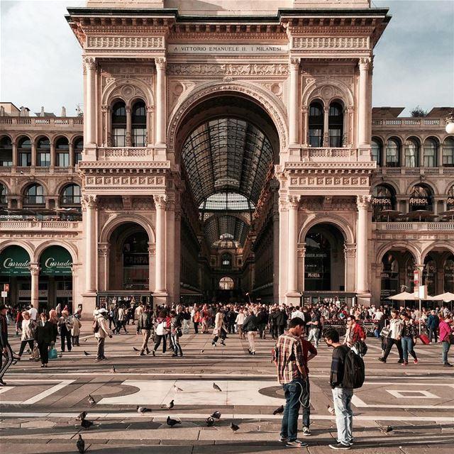 Tiny People in big places Milan Milano architecture shotoniphone... (Galleria Vittorio Emanuele)