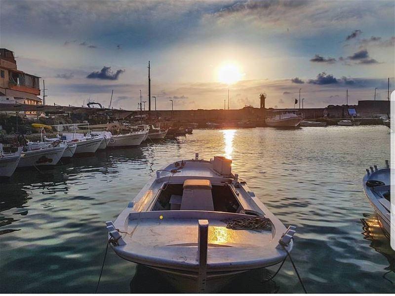 batroun sunset marina fishermen boat batrounbeach batrouncoast sea... (Batroûn)