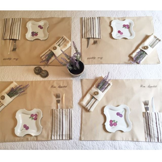 Bon appetit 🍽customized tablecloths 🍸Write it in fabric by nid d'abeille