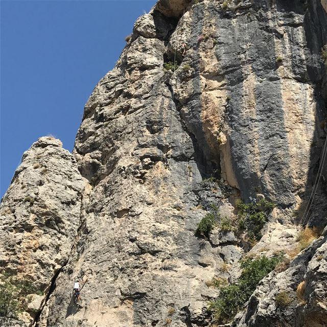 Spot the climbers 👀 lebanon lebanese climbing escalade sport rock ... (Tannurin Al Fawqa, Liban-Nord, Lebanon)