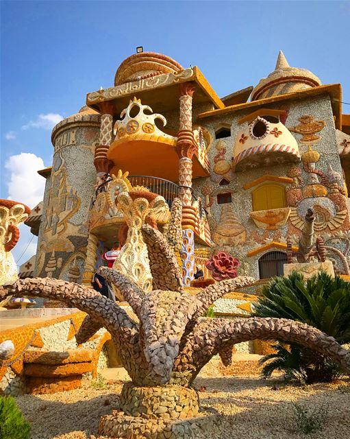 Gaudi or Mohamad Hawchar? 🕌 Qasr el Ahlam was Mohamad Hawchar's dream,... (Bakhoun, Liban-Nord, Lebanon)
