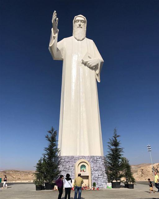"""""""النَّاس صايرين متكبّرين و مصرِّين يلاقوا السّعادة بالخطيّةبيتكبّروا على... (St Charbel Faraya)"""