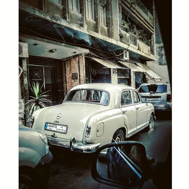 Old cars are my thing😍 lebanon streets_of_lebanon old car mercedes... (Achrafieh, Lebanon)