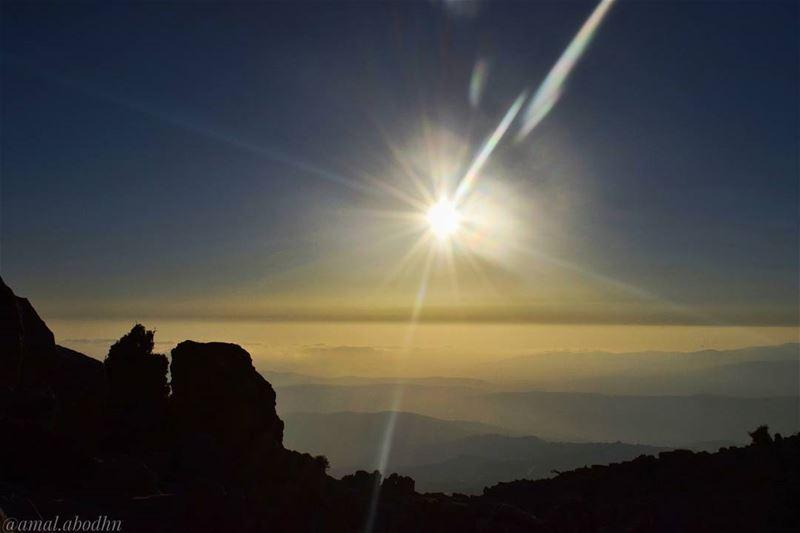 المظلوم كل الاوطان موطنه،، والظالم غريب لو ملك الارض 👌👌👌 lebanon ... (جبل الشيخ)