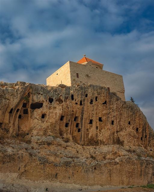 Cresting. Perched on the curling crest of low cliff at the entrance to the... (Amioûn, Liban-Nord, Lebanon)