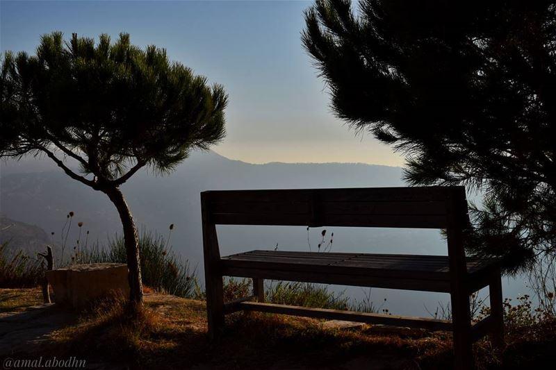 الحياة السعيدة تتطلب ذاكرة ضعيفة تسقط منها إساءات الغير لنا 👌 lebanon ... (Niha Fortress - قلعة نيحا)