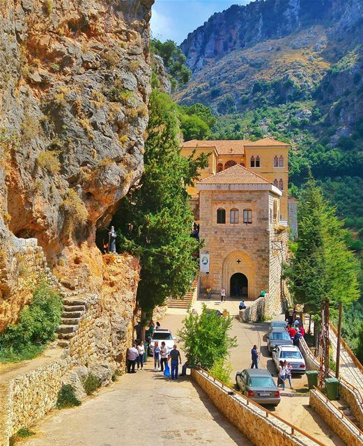 Gd morning dear friends 🙏 lebanon nature naturelovers natureporn ... (دير مار انطونيس قزحيا وادي القدسين)