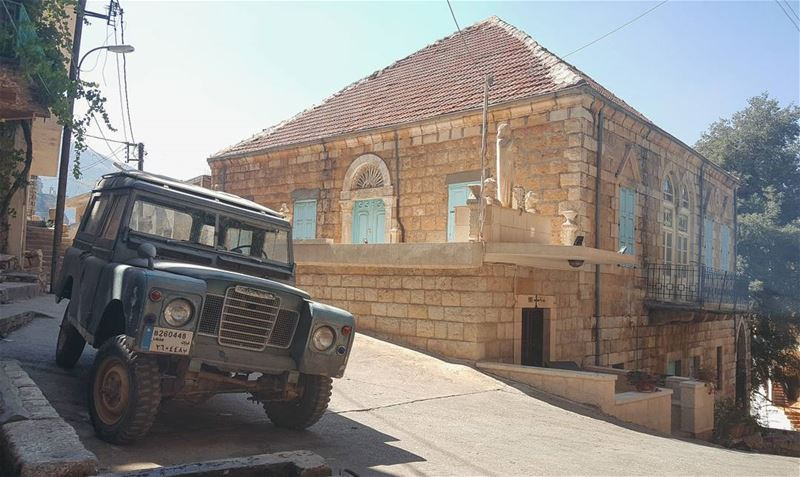 A traditional good morning...😎🏡... defender oldarchitecture ... (Akoura, Mont-Liban, Lebanon)