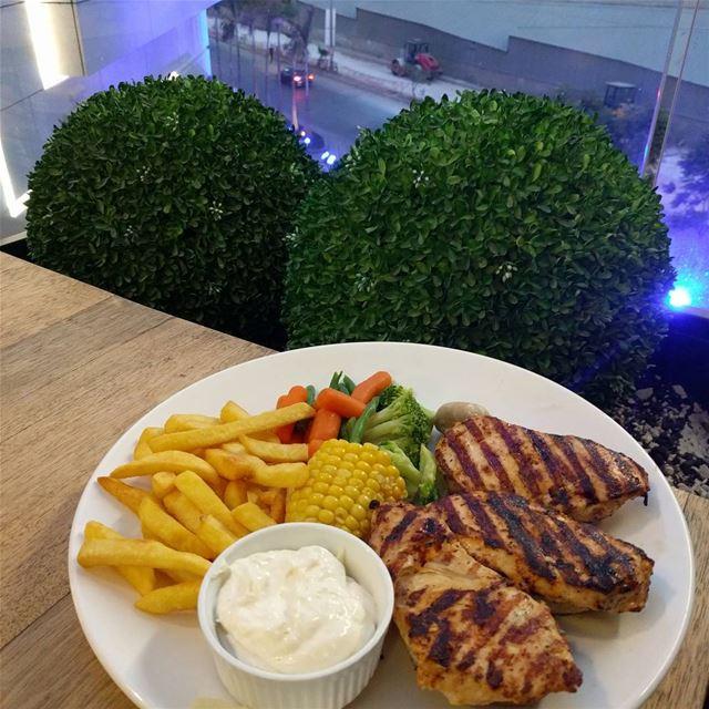 grilledchickenbreast food instafood lebanon lebanese whatsuplebanon... (The Spot Choueifat)