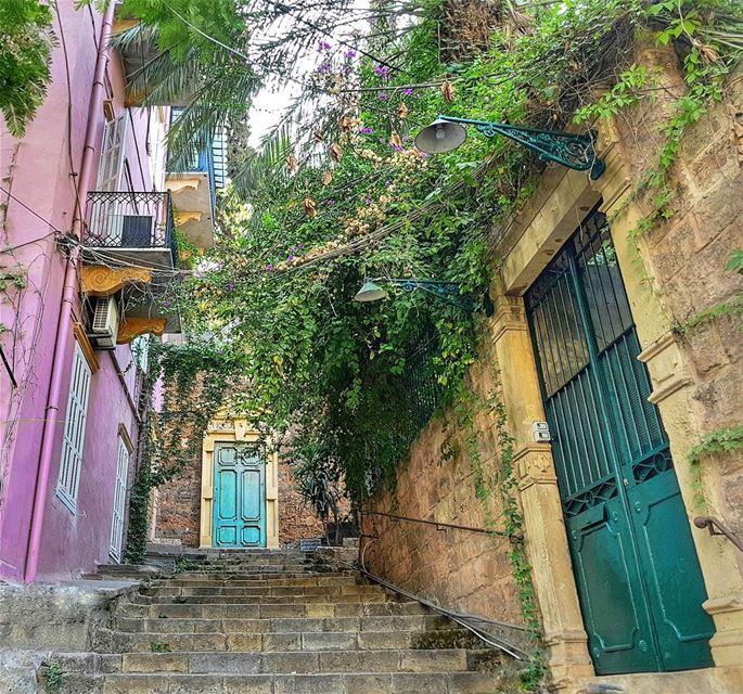 The Empire of Sursock 💚💜 Последний день сентября на дворе, а я ни разу не (Beirut, Lebanon)