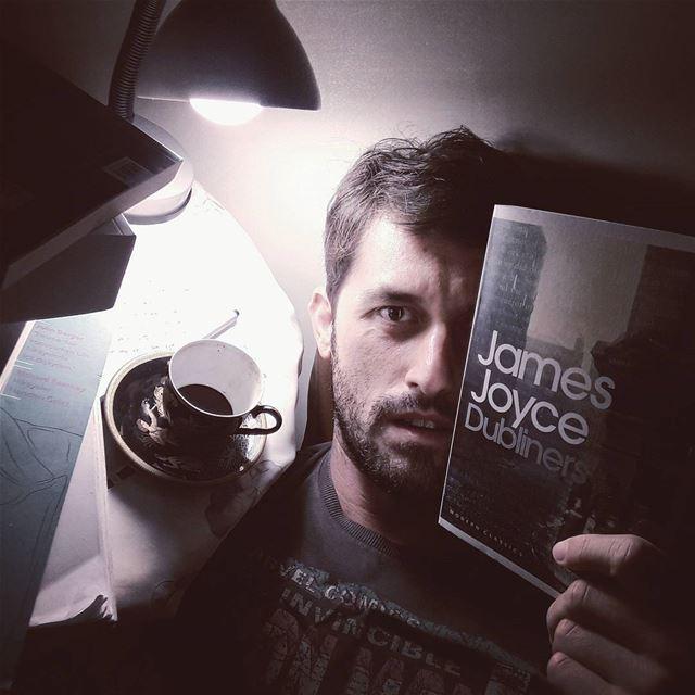 Sıkıldım Heidegger okurken. 😑 Joyce'un Dublinliler kitabını alıp rastgele...
