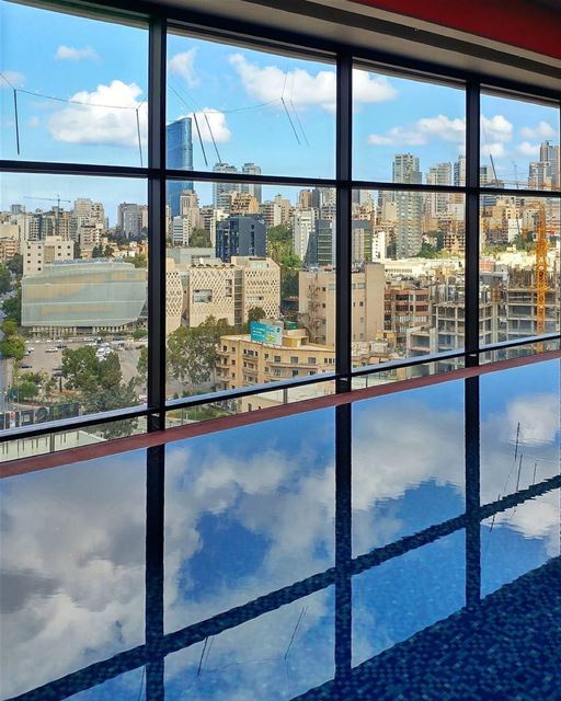 October ☁ and the 🏢 seen from the 16th @thesmallville_hotel floor.By @ant (The Smallville Hotel)