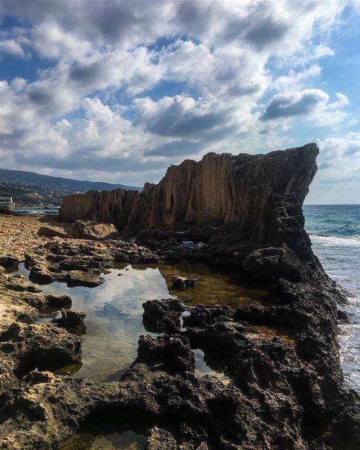 The great Phoenician Wall at Batroun 🇱🇧 livelovebatroun ... (Batroûn)