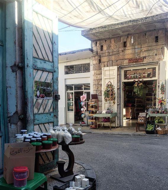 Don't just walk the walk and talk the talk, Taste the Streets 🚶🏻♀️..... (Douma, Liban-Nord, Lebanon)
