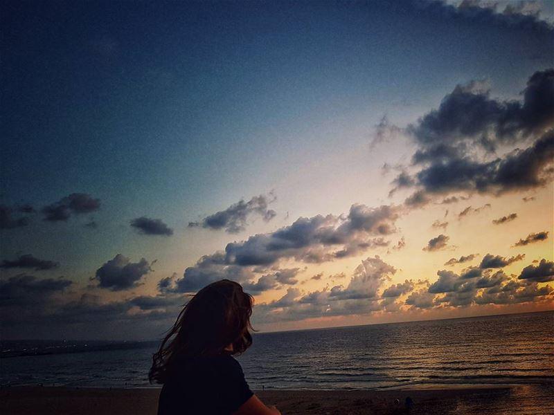 My world 🌍 longtalks.......... lebanonblog lebanonshots ... (Ramlat Al Bayda', Beyrouth, Lebanon)