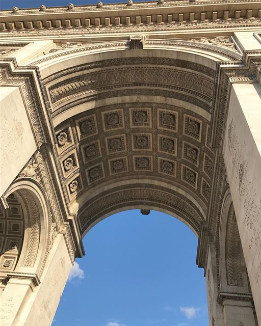 Yup, it's all abt that angle! For the love of architectural details ✨رونق... (Arc de Triomphe)