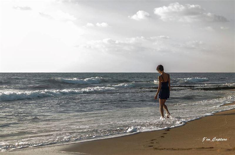 Et la mer efface sur le sable, les pas des amants désunis ..•••... (Tyre, Lebanon)