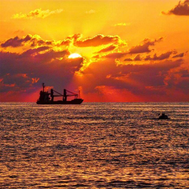 Keep calm and enjoy sunsets~~~~~~~~~~~~~~ nikontop_ nikonworld bns_sky... (Dbaïyé, Mont-Liban, Lebanon)